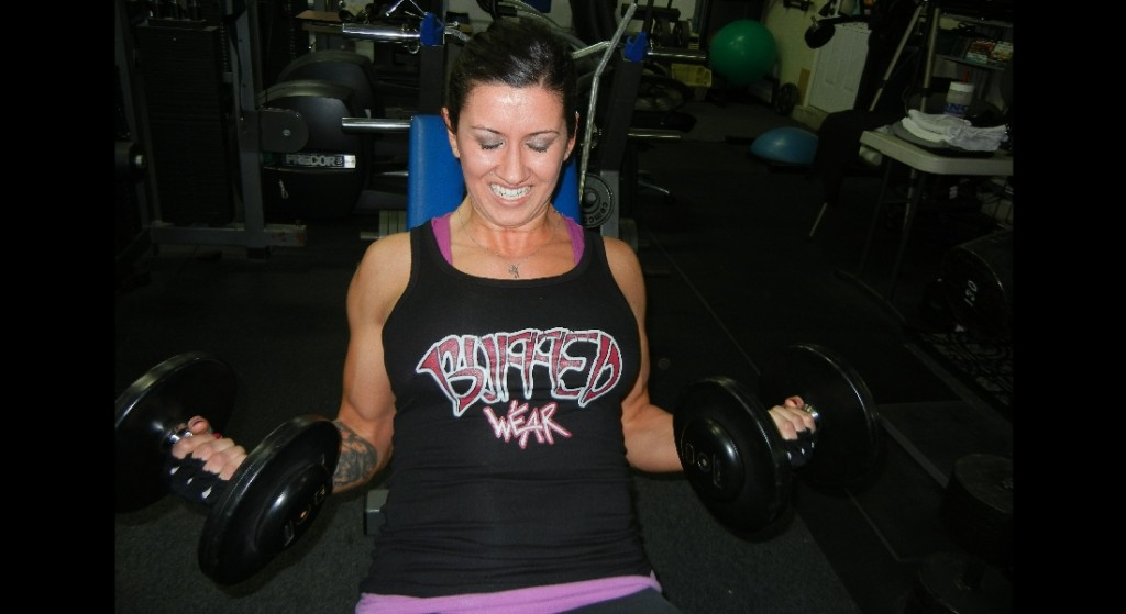 BuffedWear-slider-Stephaine doing DB curls